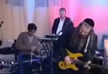 Menachem Herman Knockin' on heavens door